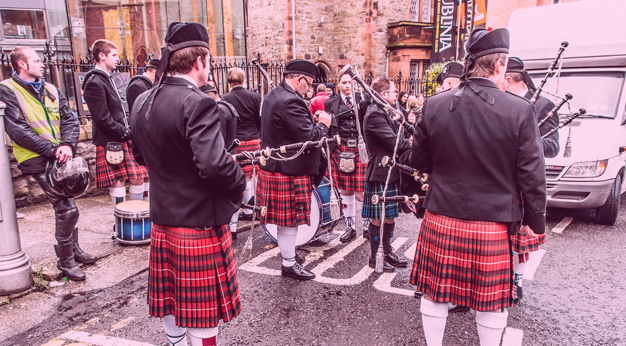 What Are the Differences Between Irish Bagpipes and Scottish Bagpipes?