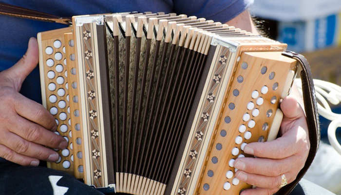 7 Famous Accordion Players You Should Know